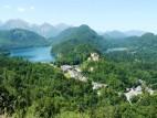 Alpsee mit Schloss Hohenschwangau: Blick auf den Alpsee vom Schloss Neuschanstein aus.
